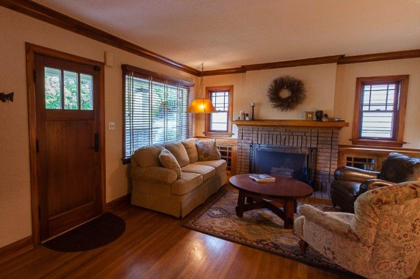 1920s-Bungalow-for-sale-in-Spokane-WA-5-611x406