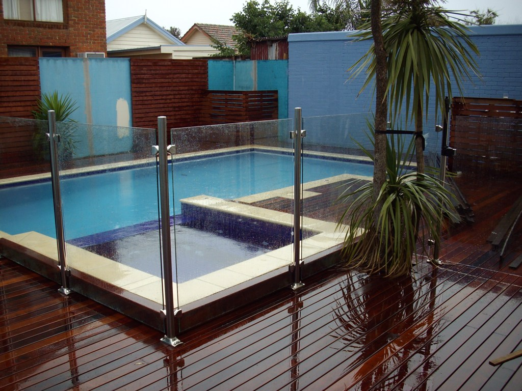 What Kind of Fencing is the Best for a Pool Area? - ITDay Mississippi