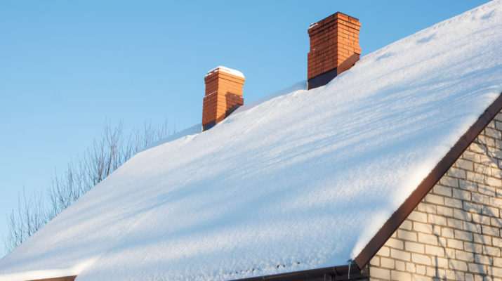 Snow-on-Roof-of-Southgate-Michigan-Home-715x400